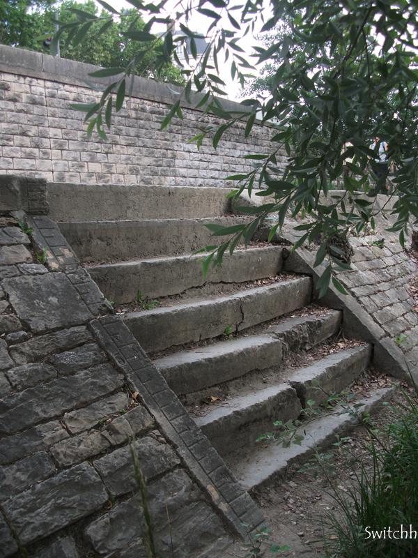 Escalier sur les berges du Rhône